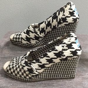 Toms womans size 7.5 wedge